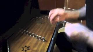 イランの伝統楽器「サントゥール」の演奏です。