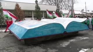 نصب تذكاري لكتاب رئيس طاجيكستان بزنة طن واحد