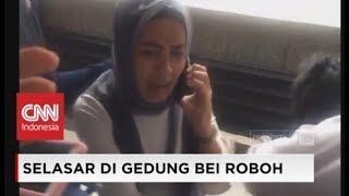Video Video Amatir: Detik-detik Kepanikan Karyawan BEI Saat Selasar Gedung Bursa Efek Indonesia Ambruk download MP3, 3GP, MP4, WEBM, AVI, FLV Januari 2018