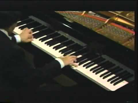 Beethoven 32 Variations in C Minor played by Murray Perahia