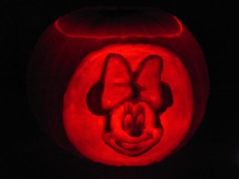 Matthew & Lois' Pumpkin Carving - Minnie Mouse| VLOG#23