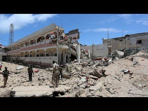 5 قتلى في هجوم استهدف فندق سيل في مقديشو والقضاء على منفذي الاعتداء …  - نشر قبل 3 ساعة