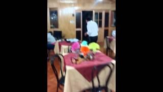 El tío luchó full karaoke en la cocina artesanal