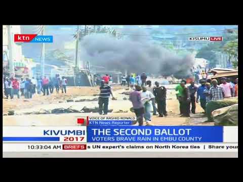 Youths in Kisumu barricade roads blocking off IEBC officials