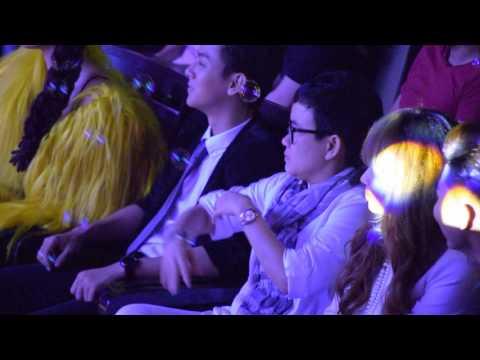 Hoài Lâm ngồi hát vu vơ trong Lễ Trao Giải Làn Sóng Xanh 2015