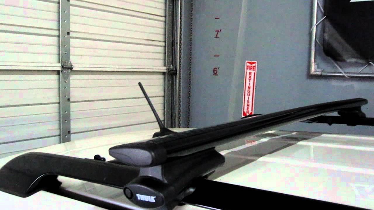 Toyota Rav 4 With Thule Rapid Crossroad Black Aeroblade