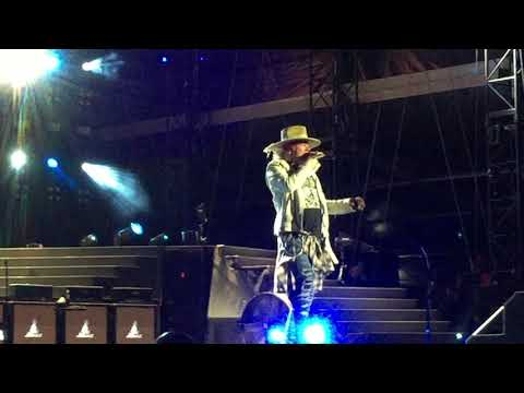 Sweet Child O' Mine  -Guns 'N' Roses-  LIVE 2017 Vancouver, BC Canada