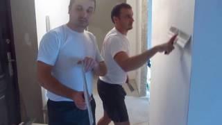 Как нанести второй слой шпатлевки на стену