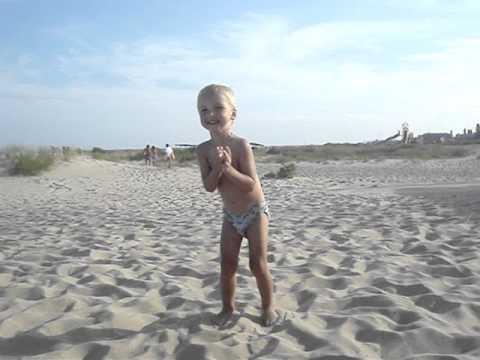Мальчики голышом на пляже 59