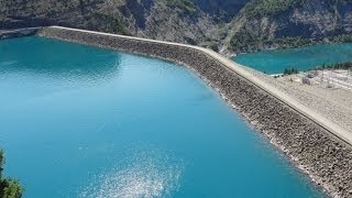 Le lac et le barrage de Serre Ponçon  Htes Alpes et Alpes de Htes Provence)