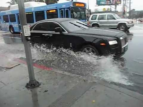 Rolls Royce Ghost driving through flooding in Los Angeles ...