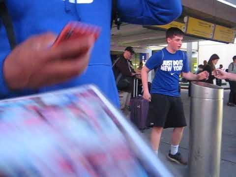 Saquon Barkley signs autographs for The SI KING 5-20-18