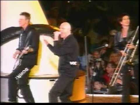 Midnight Oil - Beds are burning (Live At Olympics 2000)