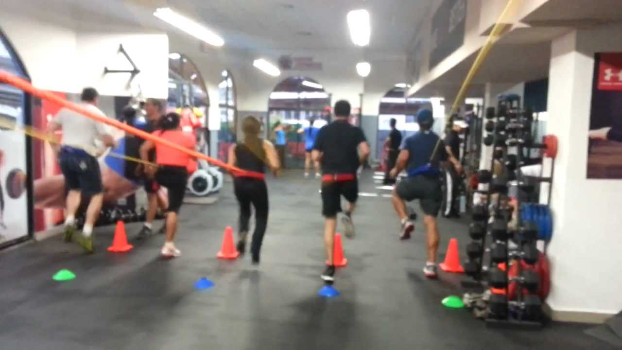 Xtreme fitness entrenamiento funcional con bandas youtube for Entrenamiento funcional