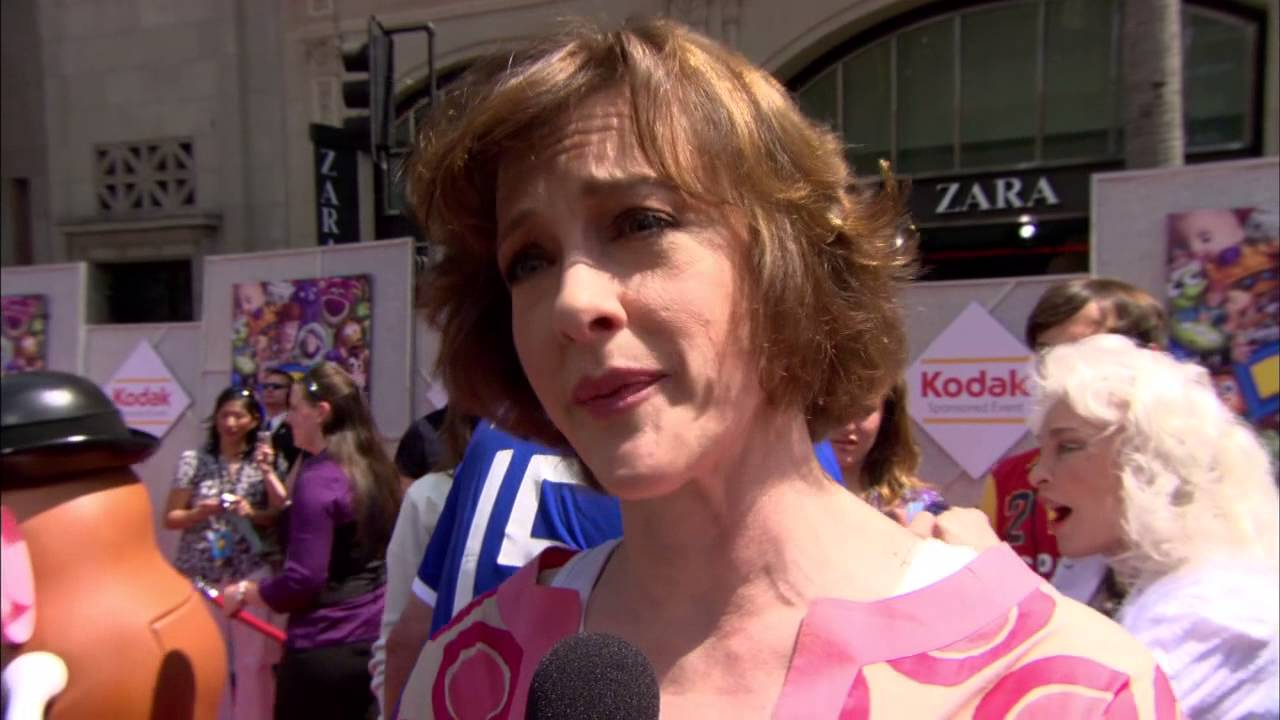 Toy Story 3 Joan Cusack Jessie Red Carpet Premiere Interview