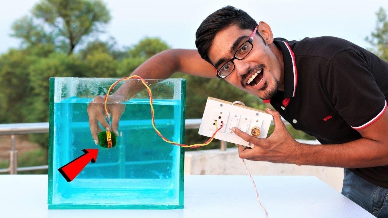 Making Electric Fire Starter For Sutli Underwater   पानी के अंदर बिजली से चलाया पटाखा  