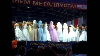 Парад Невест 2016 с. Варна. Невесты бросают букеты.