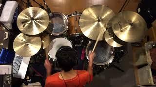 2017秋アニメ「ブラッククローバー」のオープニング主題歌「ハルカミライ」(感覚ピエロ)をドラムで叩いてみました! 骨太ロックですな!男気溢れるドラムでかっこいい曲 ...
