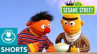 Sesame Street: Ernie Tries Oatmeal
