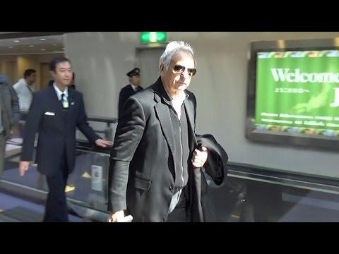 ハリルホジッチ氏が来日 サングラスに黒のジャケット姿