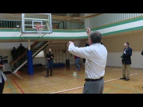 Does John Kasich have basketball skills?