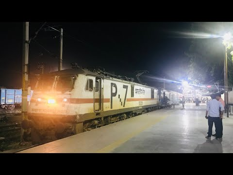 VVIP Prayagraj Express departing Allahabad with its superclean rake