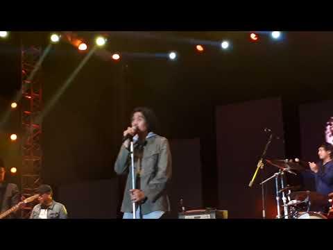 Duta Vokalis Sheila on 7 menangis saat menyanyikan lagu Sephia di HUT TANAH BUMBU