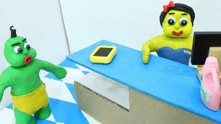 LOST PHONE IN THE SUPERMARKET! In Green Baby Superheroes Stop Motion Cartoons For Kids
