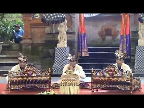 Rindik, a Balinese folk music - Fantastic traditional entertainment in Bali