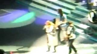miley cyrus sick on stage runs of