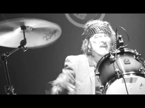 GiNGER WiLDHEART  'DON'T STOP LOVING THE MUSIC'