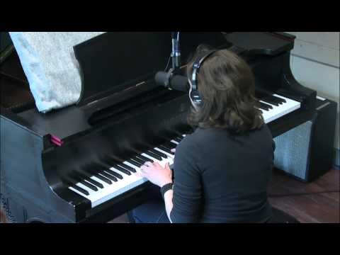 "Meg Hutchinson ""Yellow Room"" [Live Music Week Spring 2013]"