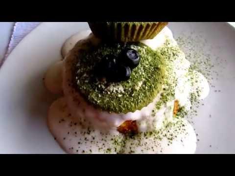 Tartaleta *RAW CARROT CAKE* con frosting de vainilla y magdalenas de MATCHA