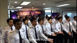 เพลงการบินไทย สัมผัสจากใจ Touches by THAI ขับร้องโดยนักบินฝึกหัดการบินไทย