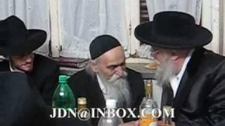 Toldos Aharon Rebbe attending Sheva Brochos of R' D Soloveitchik's Enikil Tamuz 5770