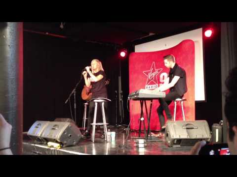 Ellie Goulding - Light (Acoustic Version) - Virgin Radio - Montreal