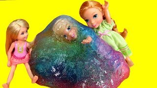 SLIME ! Elsa & Anna todders   Elsa gets Slimed   Prank   Slime stuck on Hair   accident