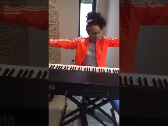 alicia-keys-work-on-it-live-acustic-alicia-keys-chile