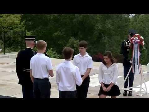 Kranslegging op Arlington National Cemetery door Lumen Christi Catholic School