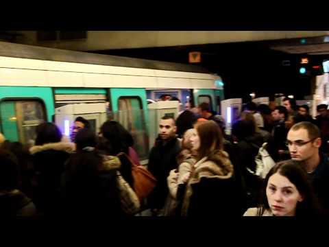 Metro ligne 13 Paris à Saint-Lazare (heure de pointe) (2012)
