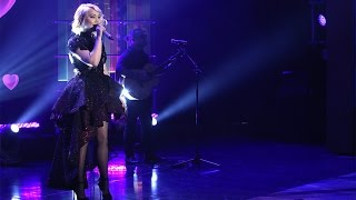 RaeLynn Performs 'Love Triangle'!