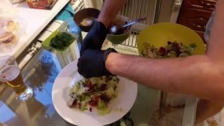 Салат с жареной моцареллой