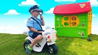 Тёма играет в Полицию и ищет пропавшие Машинки