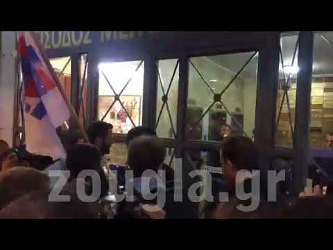 Παρέμβαση του ΠΑΜΕ σε συμβολαιογραφείο της Αθήνας