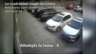 видео Мужик ударил дверью 2 машины
