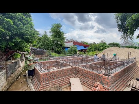 new construction technology of building foundation beams with bamboo poles on sand