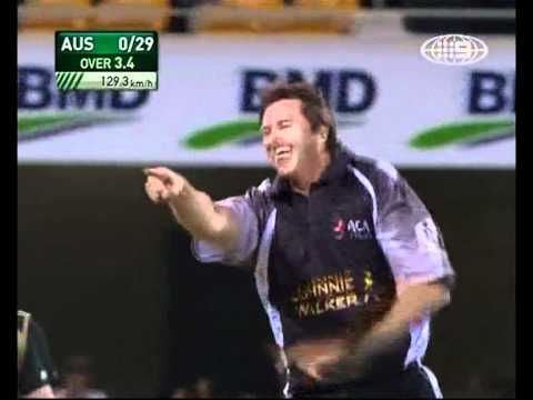 Glenn McGrath tells viewers how he'll dismiss David Warner AND DOES! - All Star match 2009