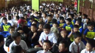 Riska Promo Lagu Bebas Di SD 15 Tangerang.MP4