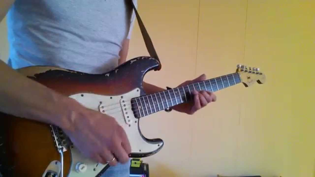 Flexibility with volume and tone pots of a Fender Stratocaster ...