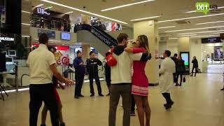 В запорожском торговом центре провели флешмоб против курения